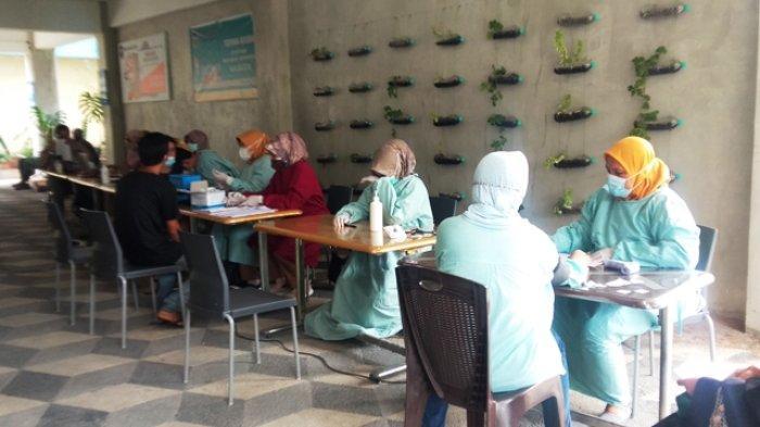 Vaksinasi di Suria Harapan School, Lurah Talang Jauh Sebut Capaian Vaksinasi Sudah 75 persen