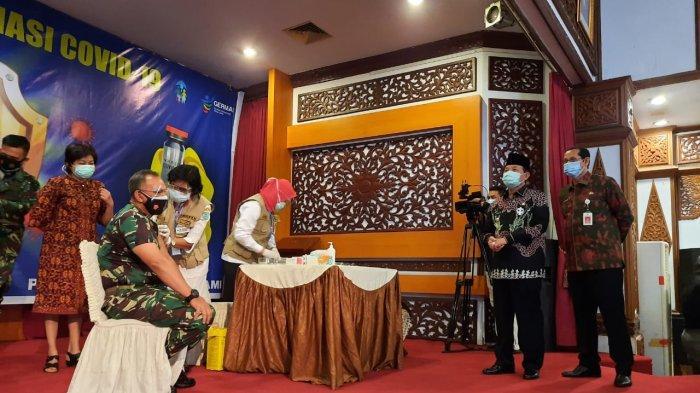 12.567 Lansia dan 42.162 Pelayan Publik di Provinsi Jambi Telah Mendapat Vaksin Covid-19