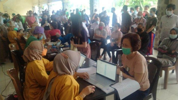 Vaksinasi Pelayan Publik Bidang Transportasi yang Kedua Dilaksanakan di Terminal Alam Barajo