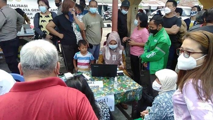 Vaksinasi Pelayanan Publik Sektor Transportasi di Terminal Rawasari juga Terima Vaksinasi Lansia