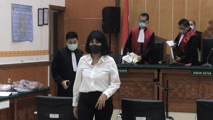 Vanessa Angel seusai hakim menunda sidang lanjutan kasus narkoba yang menjeratnya, Senin (21/09/2020). (Warta Kota/Gustirani Maghfiratunnisa)