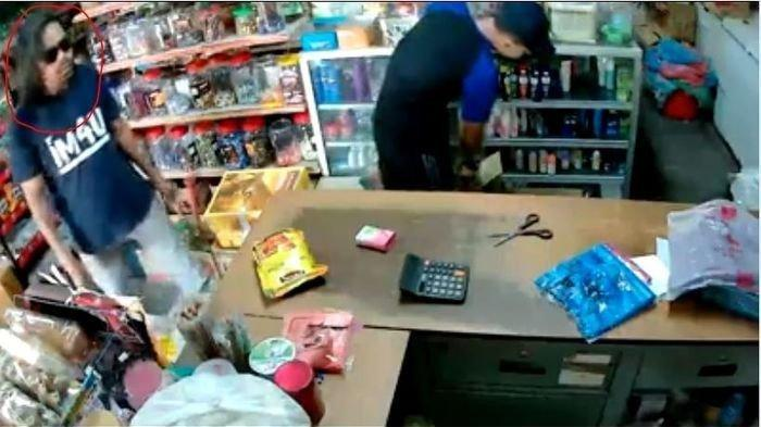 Viral dan Kocak, Gagal Pencuri Gasak Uang Kasir di Minimarket, Pria Ini Malah Bayar Saat Beli Teh