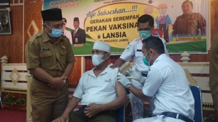 Wabup Kerinci Hadiri Gerakan Serempak Pekan Vaksinasi Lansia