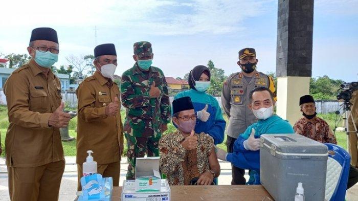 Wabup Syahlan Tinjau Langsung Vaksinasi Lansia di Kabupaten Tebo