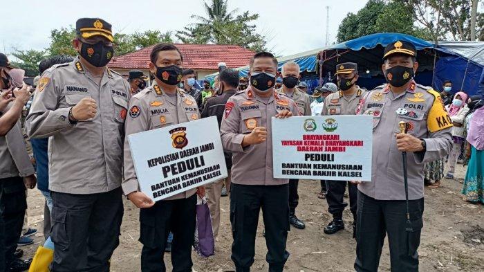 Wakapolda Jambi Langsung Serahkan Bantuan Untuk Korban Bencana Banjir di Kalimantan Selatan