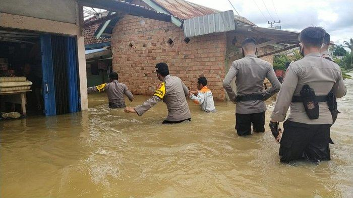 Sudah Banjir, Debit Air di Dua Desa di Muara Tabir Tebo Meningkat, Air Makin Naik Hingga 30 Cm