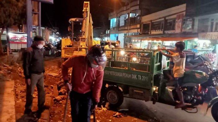 Wakil Wali Kota Sungai Penuh Pantau Pembersihan Sampah Tengah Malam, Imbau Ini ke Pedagang
