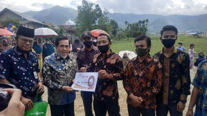 Masjid dan Lapangan Bola di Desa Debai Sungaipenuh Dapat Bantuan Rp 40 Juta dari Pemkot