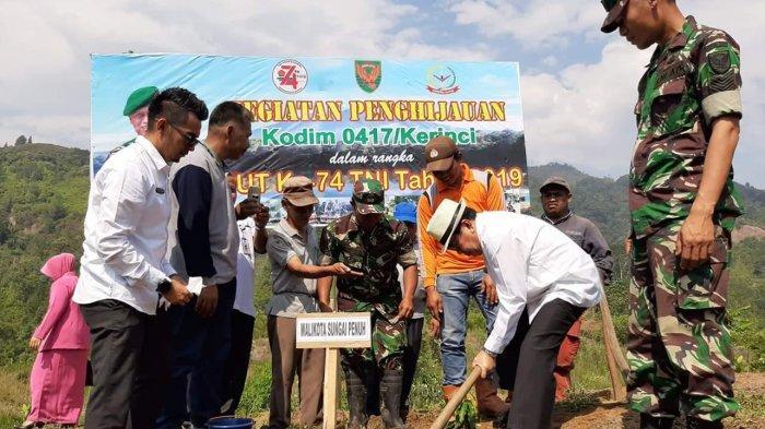 Wako Sungaipenuh AJB  dan Dandim 0417/KERINCI, Letkol CZI Fitriadi Laksanakan Penghijauan Bersama