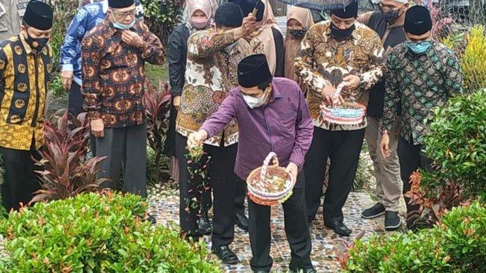 Wali Kota AJB dan Jajaran Pemkot Ziarah ke Makam Pendiri Kota Sungai Penuh