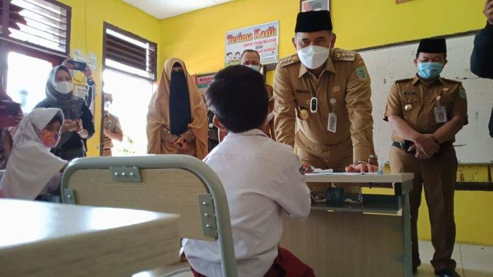 Wali Kota Jambi Sidak Sekolah Hari Pertama PTM, Orang Tua Diimbau Antar Jemput Pakai Masker