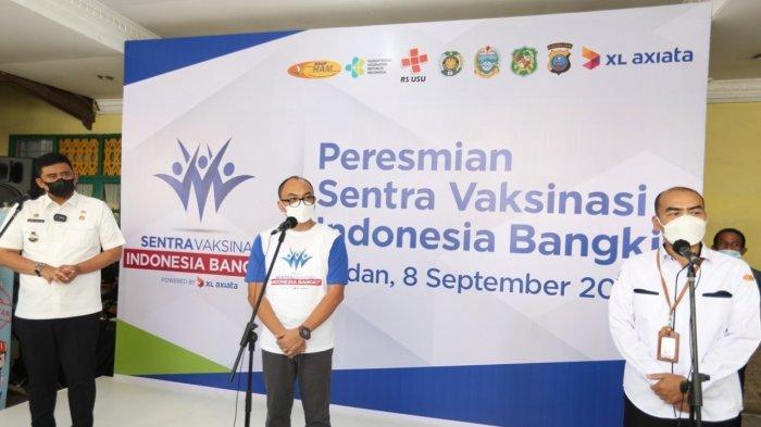Wali Kota Medan, Muhammad Bobby Afif Nasution (kiri)membuka acara Sentra Vaksinasi Indonesia Bangkit di kantor Kecamatan Medan Selayang, Rabu (8/9/2021).