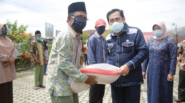Walikota Sungai Penuh Salurkan Bantuan Pangan Bagi 24.995 KK Terdampak Corona