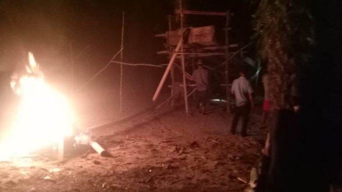 Tak Ada Ketegasan Aparat, Warga Bakar Sendiri 8 Dompeng di Desa Teluk Singkawang Kabupaten Tebo