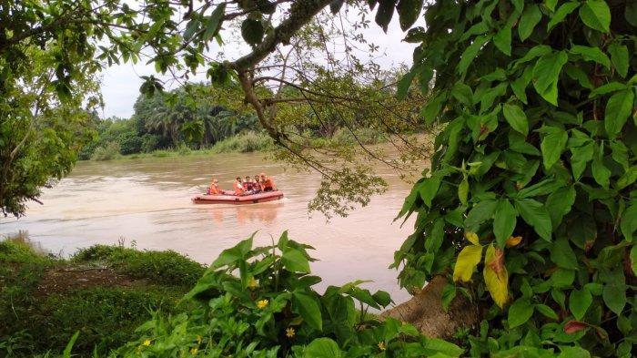 Personel Gabungan Sisir Sungai Batang Tebo Cari Warga Bungo yang Terjun Usai Lihat Polisi