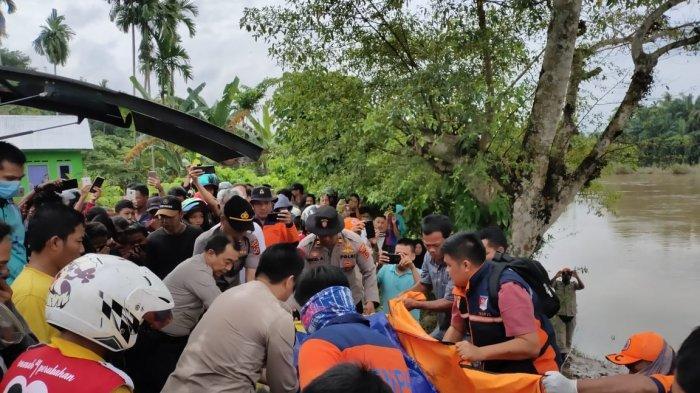 FOTO-FOTO Evakuasi Mayat Laki-laki Hanyut di Sungai Batang Tebo,