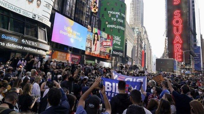 Warga New York Pesta Besar Rayakan Kekalahan Donal Trump 'Anda Dipecat'