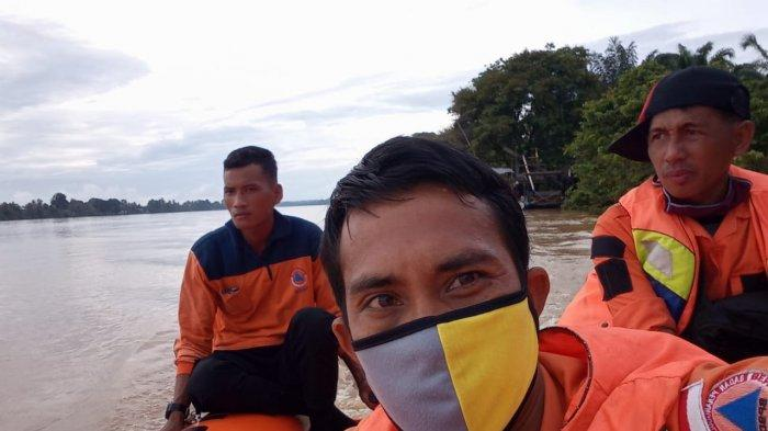 Proses pencarian seorang laki-laki warga SAD umur 20 tahun bernama Nyilat, tenggelam di Sungai Batanghari, Kamis (26/11/2020) sekira pukul 09.00 WIB.