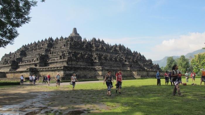 Candi Borobudur Rapuh karena Diinjak-injak Jutaan Wisatawan