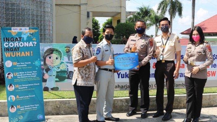 Jasa Raharja Serahkan 700 Masker ke Samsat sebagai Bantuan Bina Lingkungan