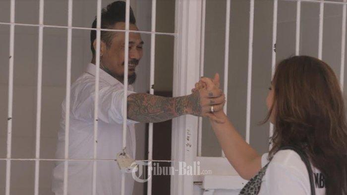 Jerinx SID Bebas Penjara Hari Ini, Sumpah Nora Alexandra Saat Dapat Cibiran: Punya Mulut Malu Dikit!