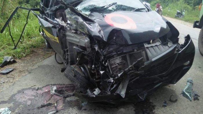 Mobil Xenia sampai Terpelanting Putar Arah, Tabrakan Maut Adu Kambing di Tebo
