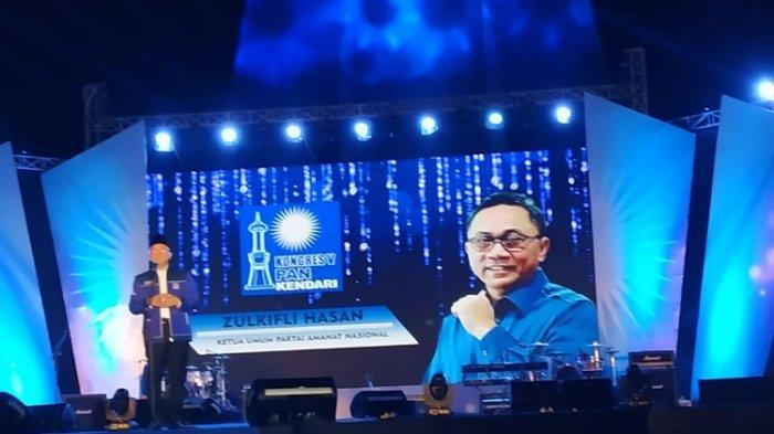 Ketua Umum PAN Zulkifli Hasan menyampaikan pidato sambutannya dalam pembukaan Kongres V PAN di Lapangan MTQ Tugu Persatuan, Kendari, Sulawesi Tenggara, Senin (10/2/2020).