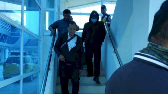 BREAKING NEWS Zumi Zola Tiba di Jambi, Pakai Jaket dan Masker dengan Pengawalan Khusus