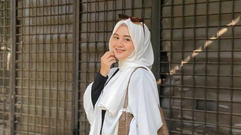 Coba Tutorial Hijab Pashmina Ala Fina Rahmaw Yang Kekinian Tribun Jambi