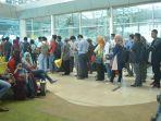 16122016-antrean-penumpang-di-bandara-sultan-thaha_20161216_221853.jpg