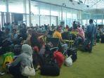 16122016-penumpang-di-bandara-sultan-thaha_20161216_222051.jpg