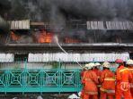 19012017-kebakaran-di-pasar-senen_20170119_230441.jpg