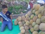 20122015-jualan-durian_20151220_212658.jpg