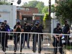 30-polisi-argentina-menggeledah-rumah-dokter-pribadi-maradon.jpg