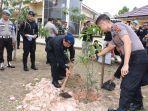 50-batang-pohon-ditanam-di-mako-brimob-polda-jambi-kapolda-peduli-penghijauan-dan-lingkungan.jpg
