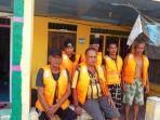 6-penumpang-km-rahmat-baru-yang-selamat-dalam-peritiwa-kapal-tenggelam-di-perairan-pulau-berhala.jpg