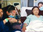 agus-harimurti-yudhoyono-ahy-mencium-tangan-ibunya-ani-yudhoyono.jpg