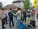 aksi-demo-mahasiswa-protes-peti-sarolangun3.jpg