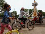 aktivitas-bersepeda-di-kawasan-tugu-keris-kotabaru-kota-jambi.jpg