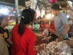 aktivitas-pedagang-bawang-di-pasar-angso-duo-jambi.jpg