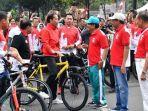 alasan-presiden-joko-widodo-sering-bagi-bagi-sepeda_20181020_195111.jpg