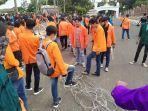 aliansi-mahasiswa-di-jambi-kembali-menggelar-aksi-demo-uu-cipta-kerja-di-dprd-provinsi-jambi.jpg