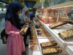 aneka-kue-dan-cake-di-hypermart-talang-banjar_20180705_193651.jpg