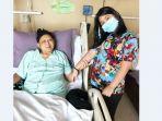 ani-yudhoyono-dalam-perawatan-di-sampingnya-ada-annisa-pohan.jpg