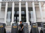 aparat-keamanan-menjaga-gedung-mahkamah-konstitusi-jakarta-s.jpg