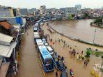 banjir-di-jakarta-timur-hujan.jpg
