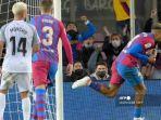 bek-barcelona-asal-uruguay-ronald-araujo-kanan-merayakan-golnya-dalam-pertandingan-sepak-bola.jpg