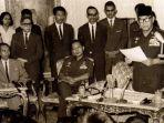 berdasar-tap-mprs-no-xiii1966-presiden-soekarno-menugaskan-letjen-soeharto_20180925_140829.jpg