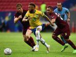 bintang-psg-dan-brasil-neymar-melewati-penjagaan-bek-venezuela.jpg