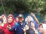 bupati-adirozal-selfie-di-danau-kaco_20171112_174856.jpg
